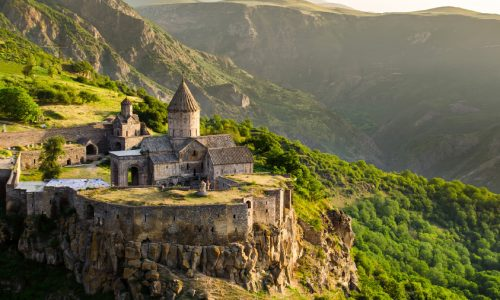 5-reasons-why-you-must-visit-Tatev-and-its-neighborhood
